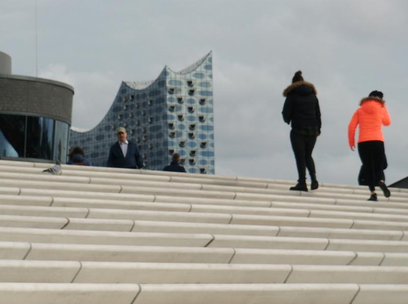 Die neue Uferpromenade in Hamburg, Architektin war Zaha Hadid.